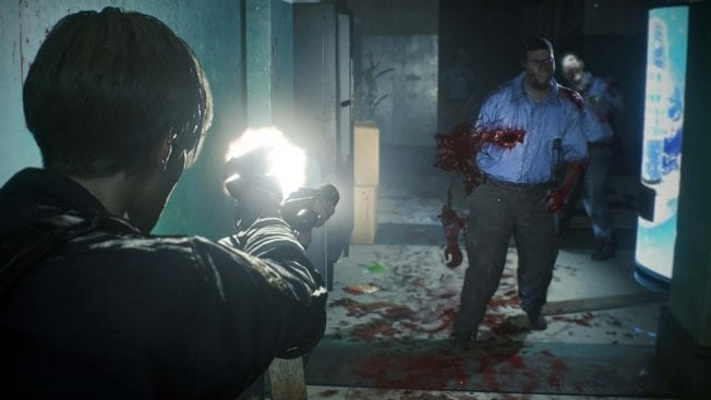 Resident Evil 2 mit Pistole im Kampf