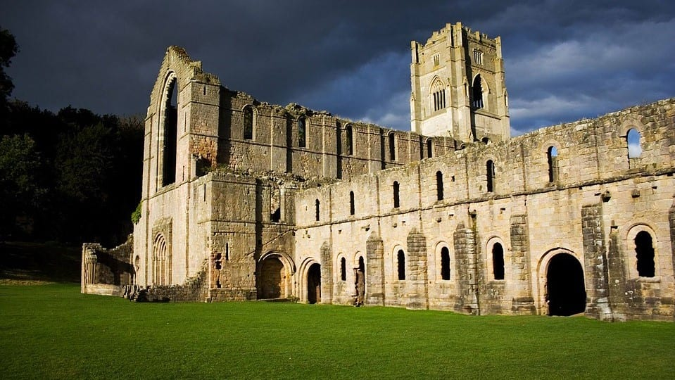 The Witcher Serie Fountains Abbey Kaer Morhen