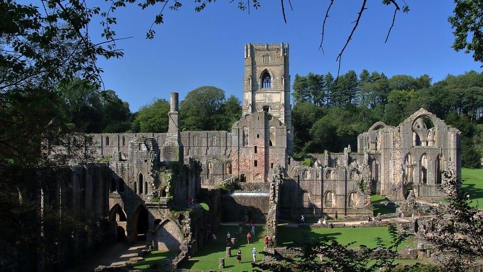The Witcher Serie Fountains Abbey Shaerrawedd