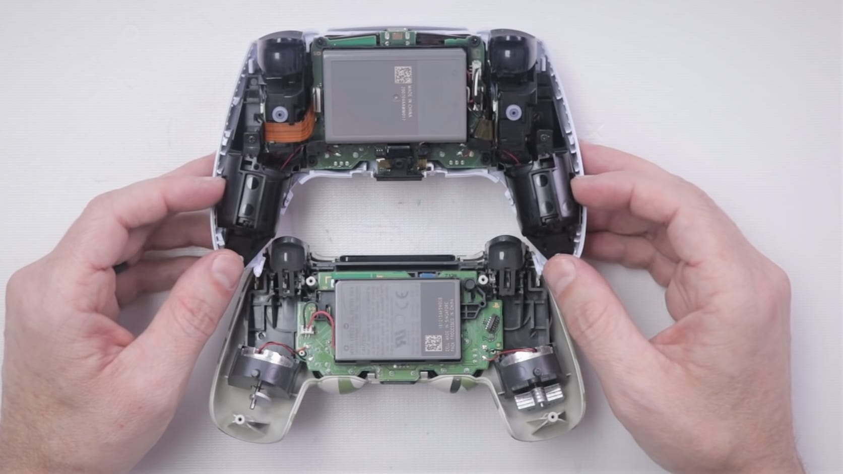 DualSense DualShock PS5 PS4 Vergleich Akku