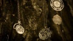 The Witcher Staffel 2 Set Foto Bilder Kette